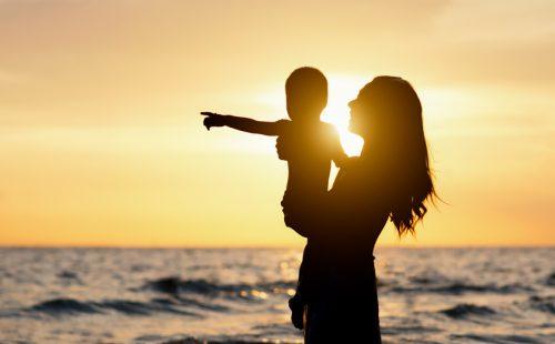 ハワイの美しい自然を感じて、家族との特別な時間を楽しむ。