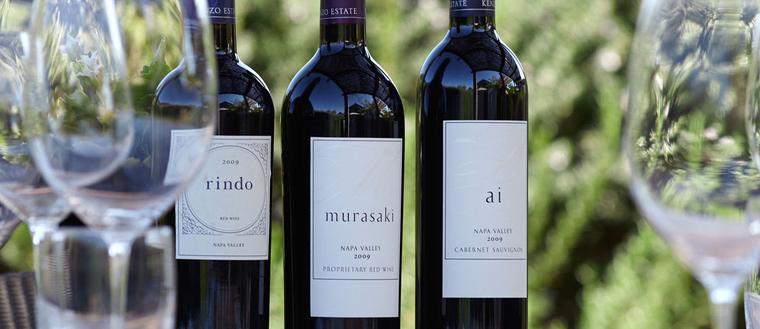 ケンゾーエステイトでは、葡萄畑、醸造所をめぐりながらケンゾーエステイトの歴史やワインへ造りへのこだわりをご説明し、試飲をするワイナリーツアーを開催しています。日本から、送迎付きの日帰りオプショナルツアーに参加して、美味しいワインの試飲が楽しめます。