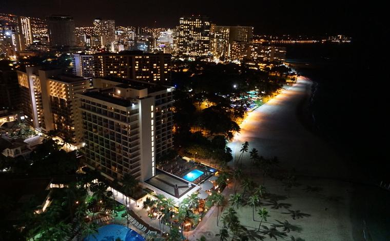 ヒルトン・ハワイアン・ビレッジ・ワイキキ・ビーチ・リゾートから臨む、ワイキキの夜景。