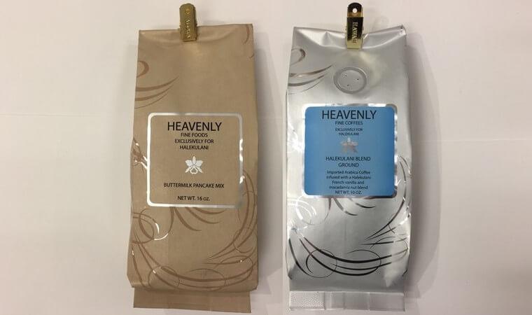 ハレクラニ・ブティックのバターミルクパンケーキミックス(左)$13、ヘブンリーコーヒー(右)$18