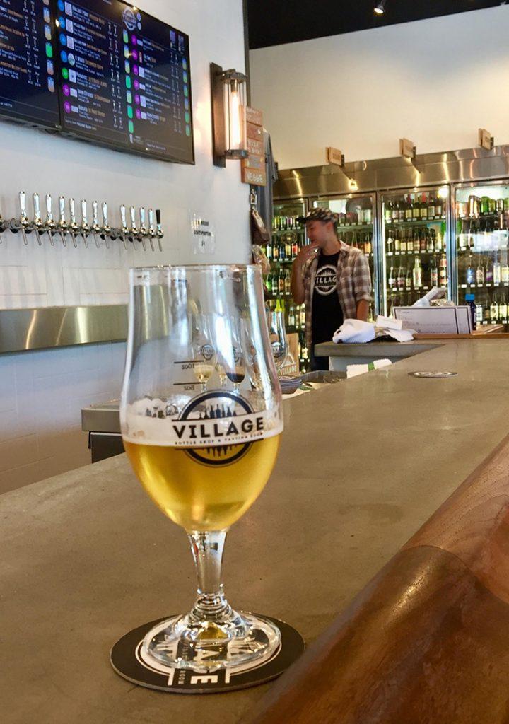 ビールを選んだら、次は量を決めます。4オンス$2〜、8オンス、16オンスよりチョイス。値段はビールの種類と量で変わります。ちなみにビール派ではない方にはワインも9種類揃っています。