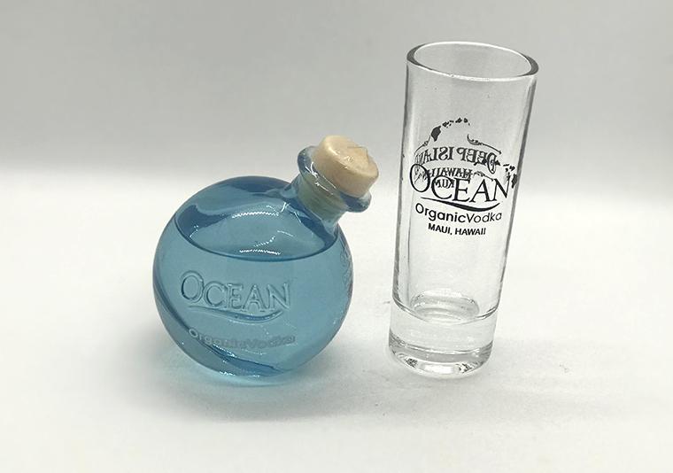 Ocean Organic Vodka 50ml(トラベルサイズ)$8.99と一緒に贈りたいショットグラス$4.95