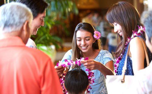 華やかに彩るハワイのレイ