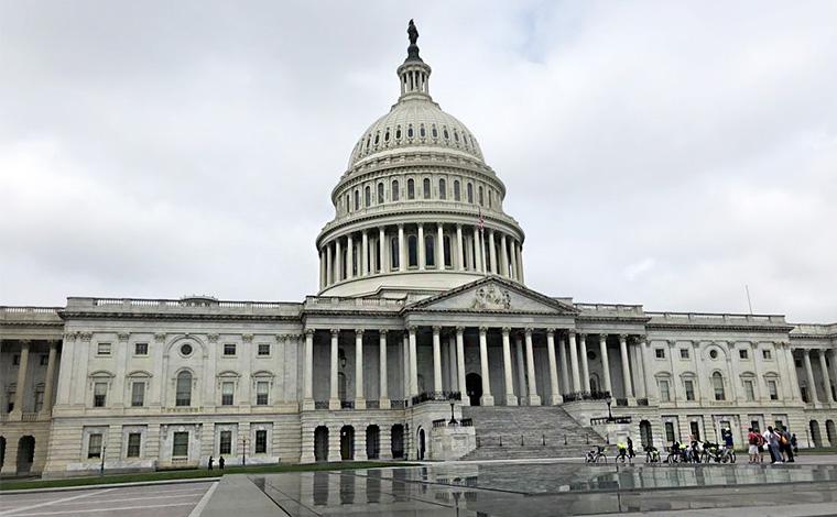 U.S.キャピトルと称される国会議事堂。ドームの頂には巨大な女神像が置かれています