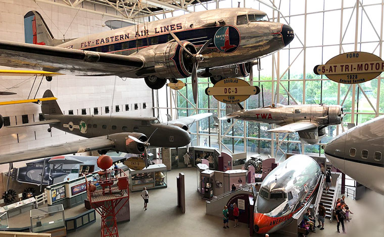 スミソニアン博物館群の1つとして人気の高い国立航空宇宙博物館