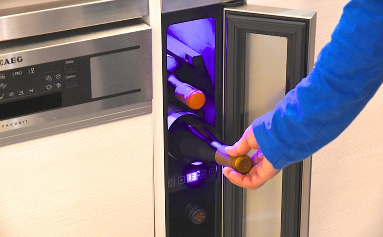 温度調節が可能なワインセラーだから、好みのワインを最適な温度で楽しめる。