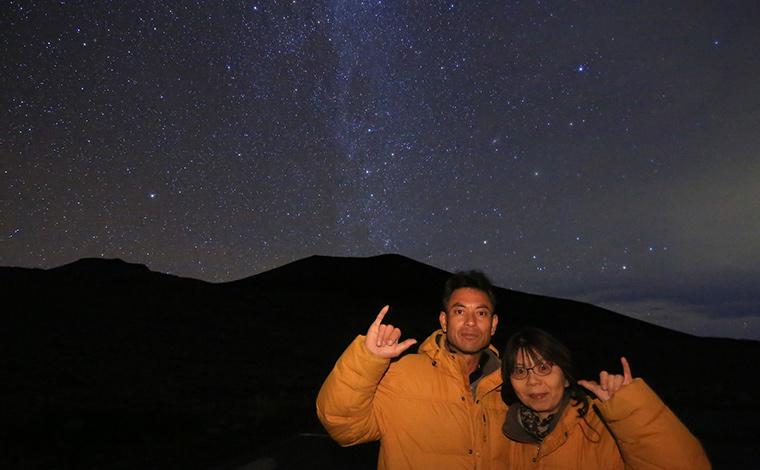 ガイドさんに撮ってもらった思い出の1枚。膨大な数の星々が、写真からも見て取れます