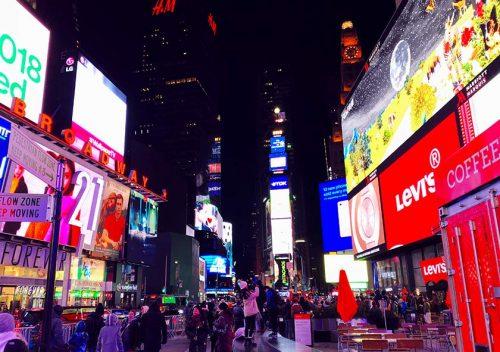 まるでテーマパークのよう。煌めくニューヨークのクリスマス。