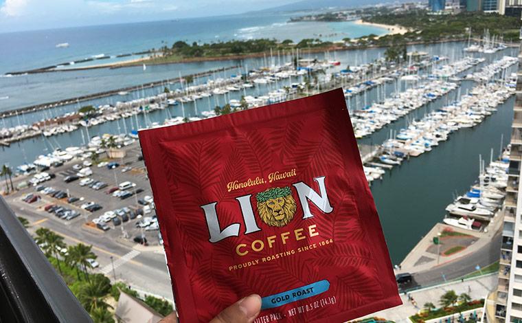 ライオン・コーヒー・ゴールド・ロースト(10袋入り)$5.95(ライオン・コーヒーにて)