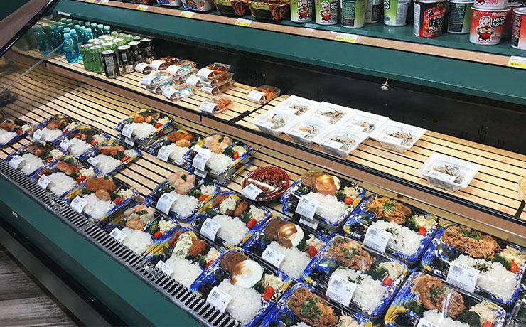 鮭弁当や焼肉弁当、ロコモコ弁当など種類は様々。