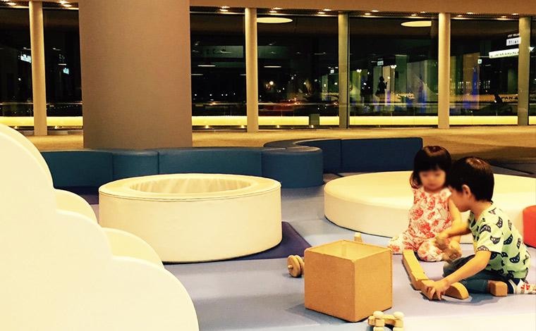 ★出国審査後に子どもの遊び場も