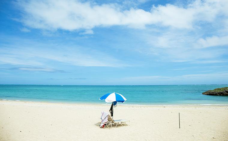 のんびり過ごすには最適な、静かなビーチです。(新原ビーチ)