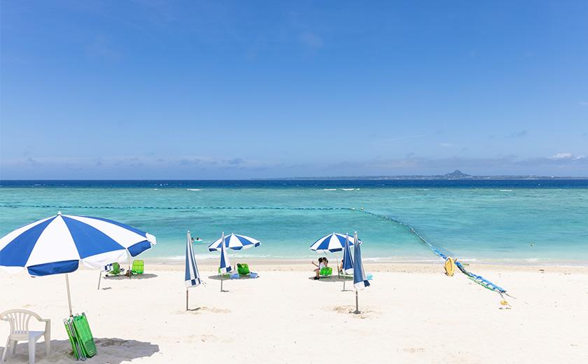 ゆったりとした島時間を存分に味わおう。 現地在住ライターおすすめ、沖縄の厳選ビーチ。